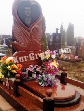 Памятник_104